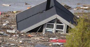 Impressionante frana in Norvegia trascina le case in mare
